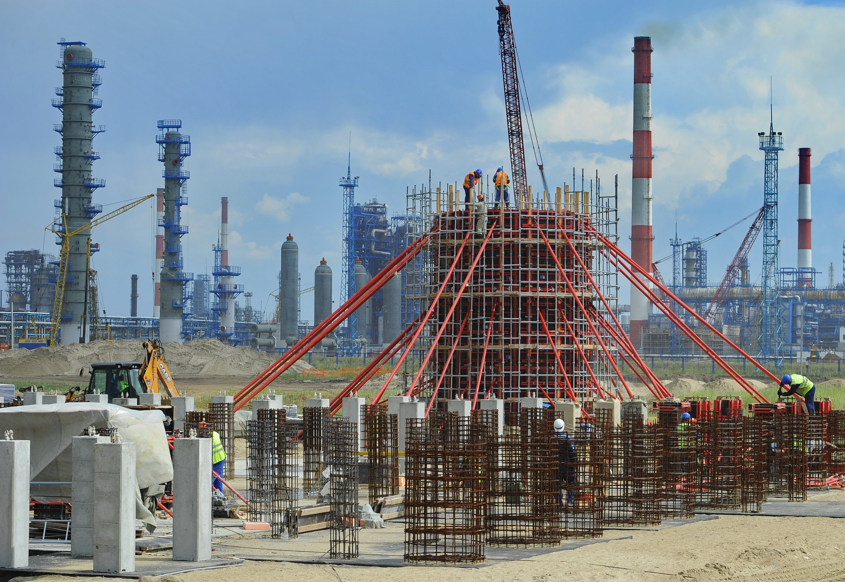 Gazprom Neft Building New Dcu At Omsk Refinery